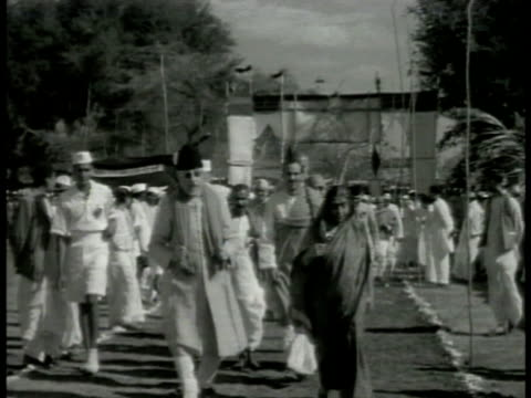 small entourage maulana azad in sunglasses walking w/ mohatma gandhi holding staff hindu civil disobedience nonviolence pacifist - independence stock videos & royalty-free footage