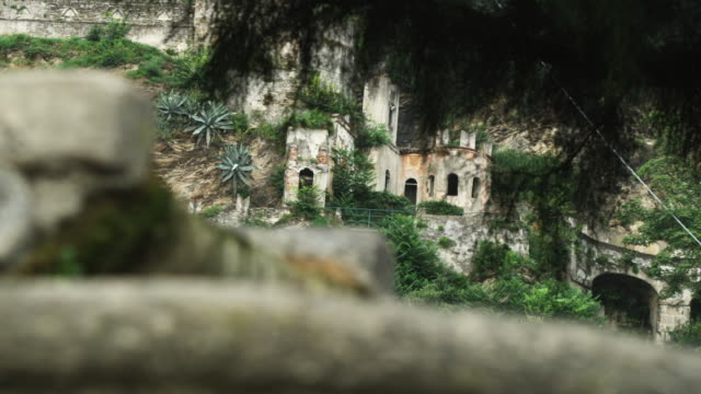 cu r/f small fountain and cliff dwelling / lake como, italy - cliff dwelling stock videos & royalty-free footage