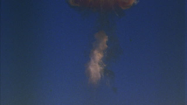 WS TU TD Small hydrogen bomb explosion with mushroom cloud