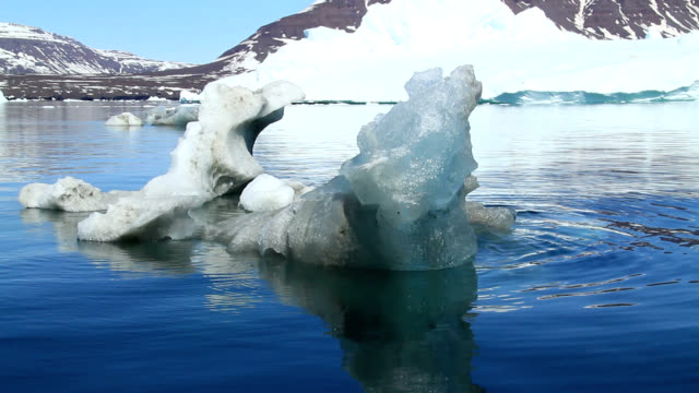 """small iceberg, greenland"" - polarklima stock-videos und b-roll-filmmaterial"