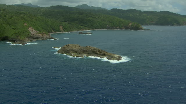 small islets and coastal dominica - karibik stock-videos und b-roll-filmmaterial
