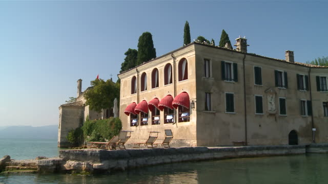 MS Small luxury hotel at edge of lake very romantic ancient historic villa / Punta San Vigilio, Verona, Italy