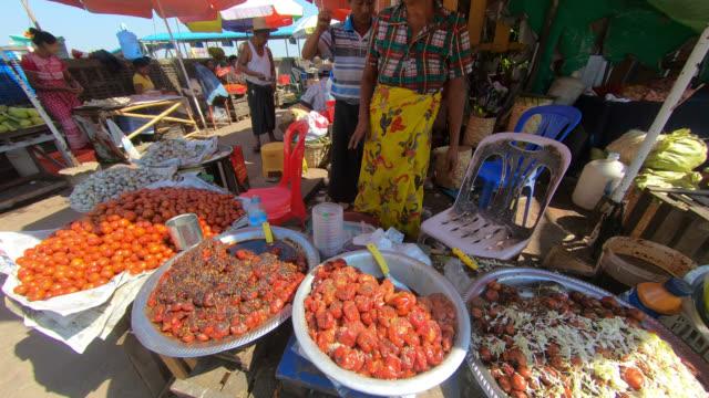 small market at dalah terminal - フェリーターミナル点の映像素材/bロール