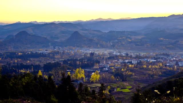 Ein kleines mountain village in den Tag