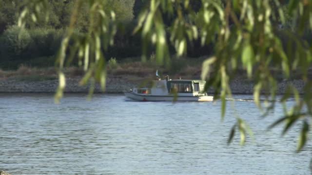 vídeos de stock, filmes e b-roll de small privat motorboat cruising on a river rhine near cologne - passear sem destino