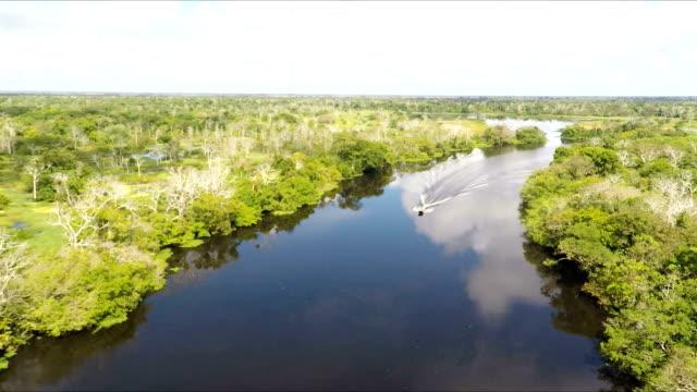 riviertje skiff, zwarte water zijrivier van de Amazone, Peruaanse Amazone, peru
