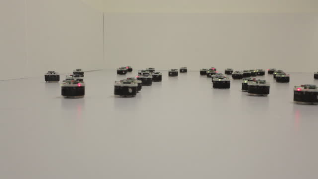small robots at the university of sheffield are programmed to swarm together. - künstliche intelligenz stock-videos und b-roll-filmmaterial