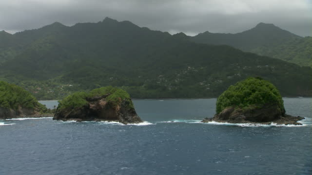 vidéos et rushes de small rocky islands on the coastline of dominica near the village of castle bruce. - antilles occidentales