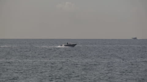 a small speed boat - tracking shot stock videos & royalty-free footage