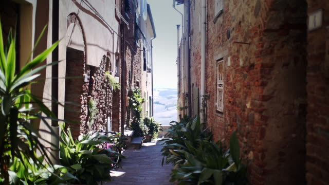small street in tuscany italy - alley stock videos & royalty-free footage