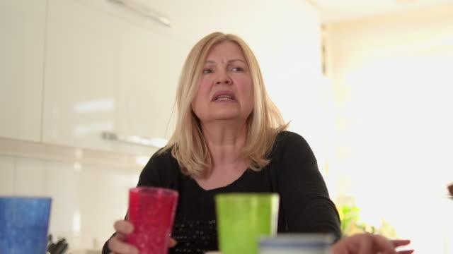 vídeos de stock e filmes b-roll de small talk with my best friends - 50 54 anos