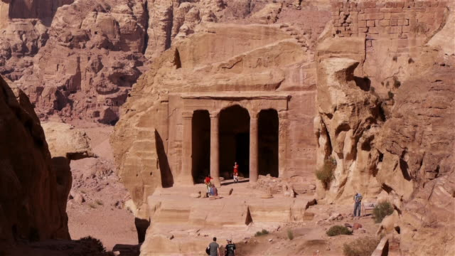 ms small temple in the archaeological site in petra, jordan, middle east. - 遺跡点の映像素材/bロール