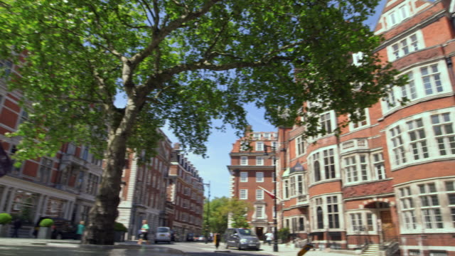 ws la pan small traffic in city of westminster / london, england, united kingdom - bandiera inglese video stock e b–roll