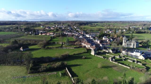 vidéos et rushes de small village seen by drone - village