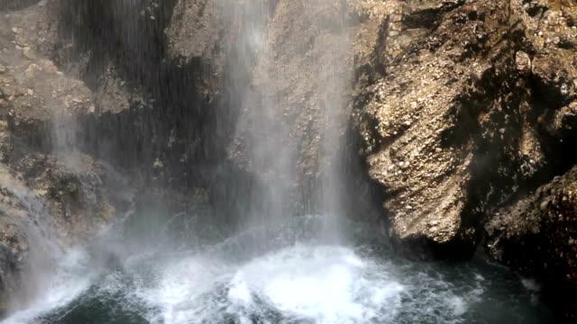 Kleiner Wasserfall Nahaufnahme
