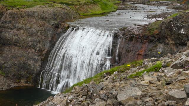 stockvideo's en b-roll-footage met small waterfall in iceland - verwonderingsdrang