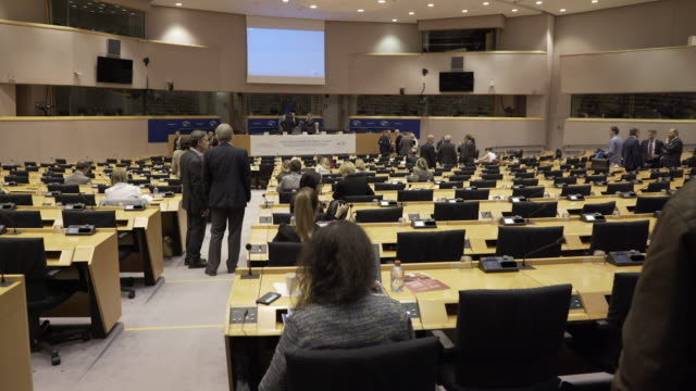 vídeos de stock, filmes e b-roll de a smaller assembly chamber at the european union in brussels. belgium. - legislação