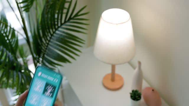 smart home konzept - electric lamp stock-videos und b-roll-filmmaterial