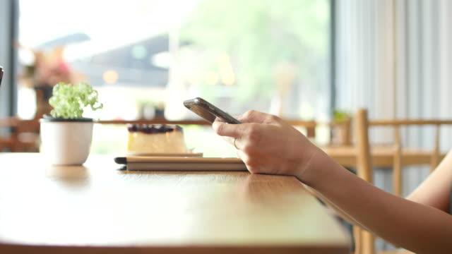 Smartphone, Chroma-Schlüssel, Telefon, Sonnenlicht, Über die SchulterAnsicht