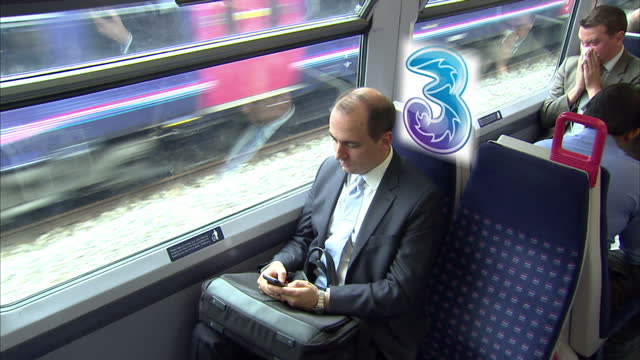 vídeos y material grabado en eventos de stock de smart phone users may soon have access to the faster next generation 4g network as early as next month ofcom approved the application from everything... - t mobile