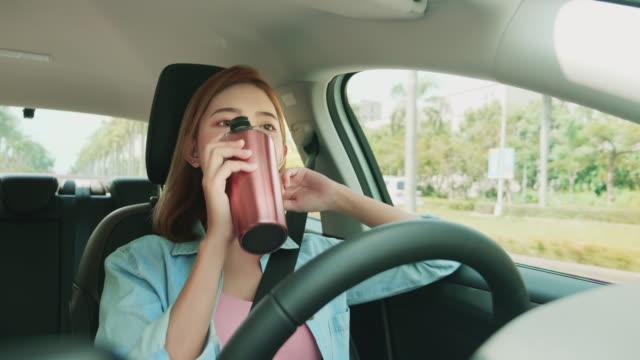 intelligentes selbstfahrendes autokonzept - konzeptauto stock-videos und b-roll-filmmaterial