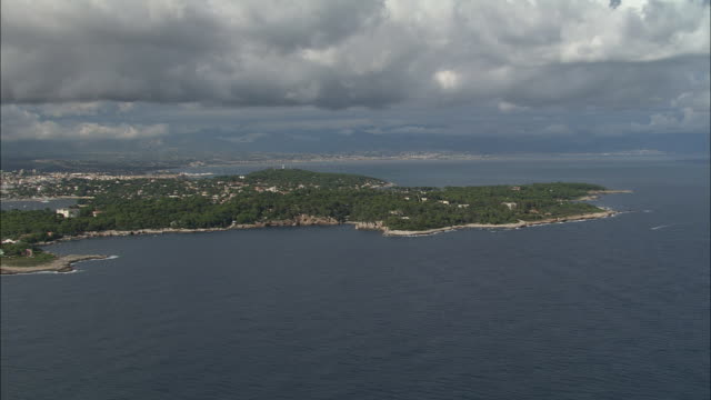 stockvideo's en b-roll-footage met smart villa on cap d'antibes - 1938