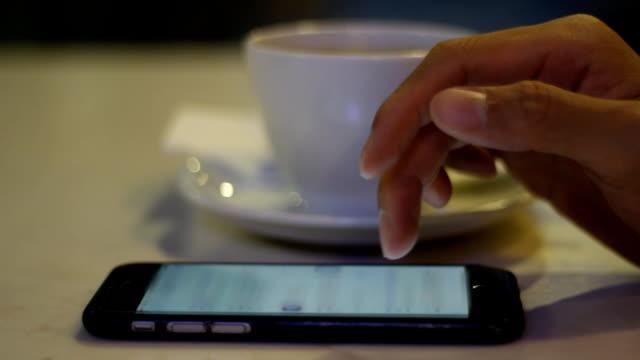 stockvideo's en b-roll-footage met smartphone en tablet - flexplekken