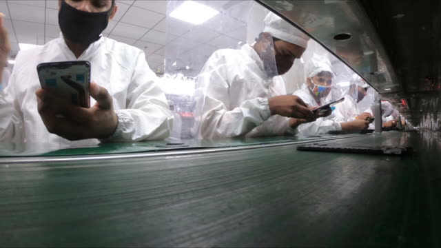 stockvideo's en b-roll-footage met smartphone assembly line at lava international in noida, uttar pradesh, india, on tuesday, september 22, 2020. - assemblagelijn