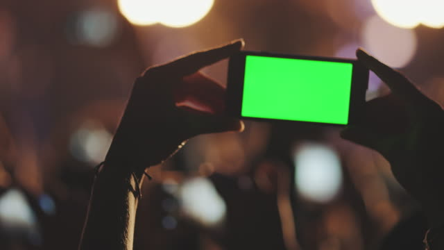 Smartphone bei Konzert