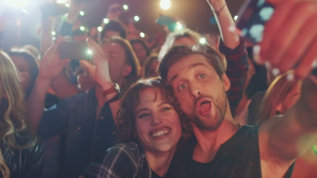 smartphone at concert - selfie video stock e b–roll