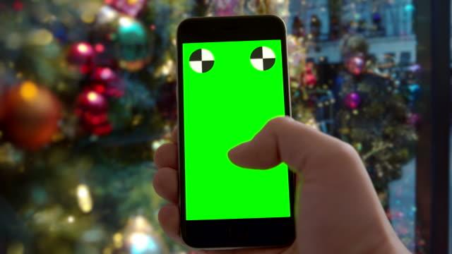 smartphone greenscreen chromakey new york city christmas ornament mobile - subjektive kamera blickwinkel aufnahme stock-videos und b-roll-filmmaterial