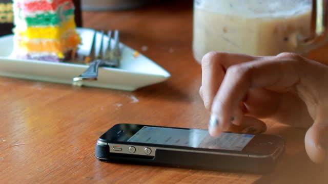 Smartphone im Pub oder restaurant