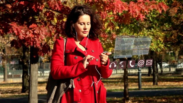 vídeos de stock e filmes b-roll de interface do smartphone - agenda de telefones