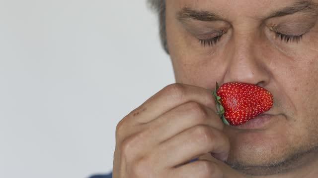 いちごの香り - 人間の鼻点の映像素材/bロール