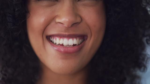 vídeos de stock e filmes b-roll de smile because you deserve it! - caucasian ethnicity