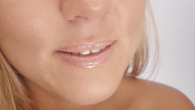 スマイル - 歯を見せて笑う点の映像素材/bロール