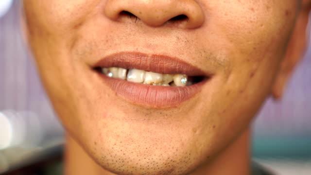 vídeos de stock, filmes e b-roll de sorriso - saúde dental