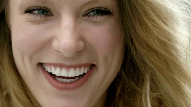 スマイル - 表情点の映像素材/bロール