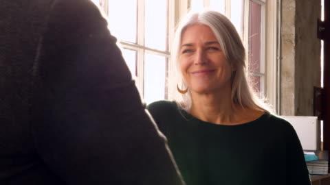 vídeos y material grabado en eventos de stock de ms smiling businesswoman listening to colleague in office - two people