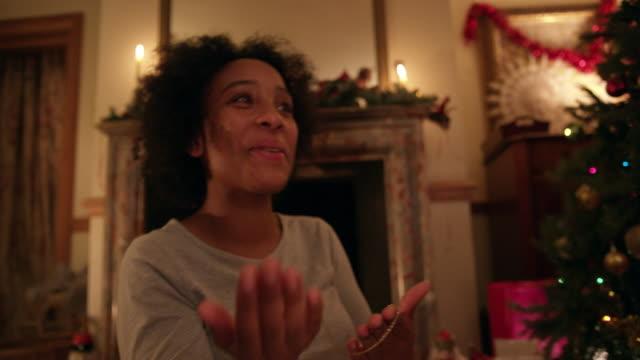 smiling couple near christmas tree - choker stock videos & royalty-free footage