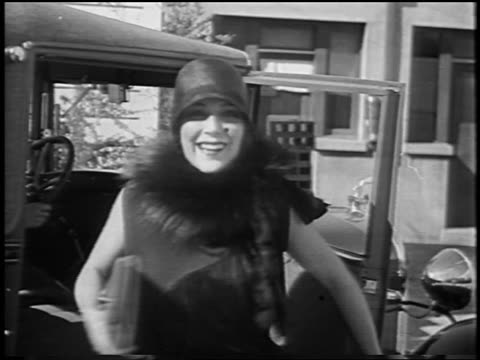 vídeos y material grabado en eventos de stock de smiling dolores del rio getting out of car / newsreel - 1928
