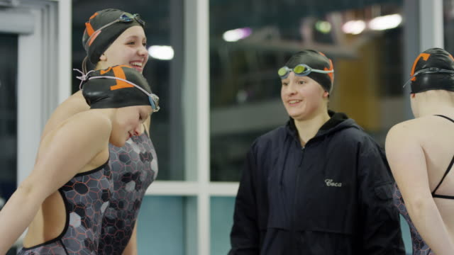 vídeos de stock e filmes b-roll de smiling girls on swimming team talking before competition / provo, utah, united states - provo