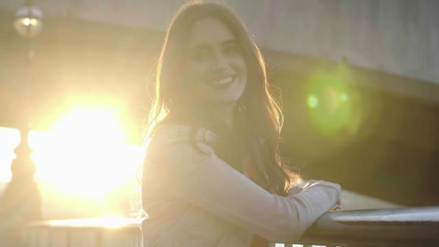 Smiling portait of young woman, sunlight.