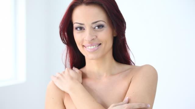 stockvideo's en b-roll-footage met hd 1080: smiling red hair woman - 30 34 jaar