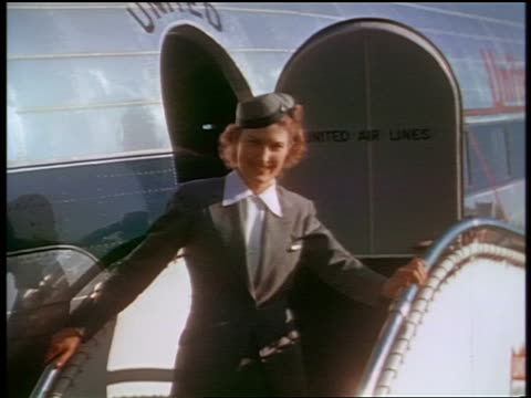 vídeos de stock e filmes b-roll de 1941 smiling stewardess posing on stairs in front of united airlines airplane / san francisco / ind. - avião comercial
