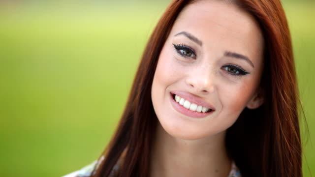 Lächelnd Teenager-Mädchen