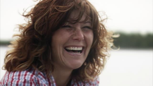 vidéos et rushes de a smiling woman sweden. - 35 39 ans