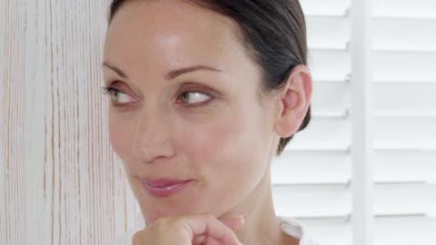 vídeos y material grabado en eventos de stock de smiling woman - one mature woman only