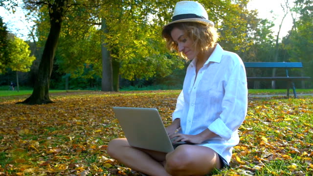 a smiling young girl with laptop outdoors - ile de france stock videos and b-roll footage