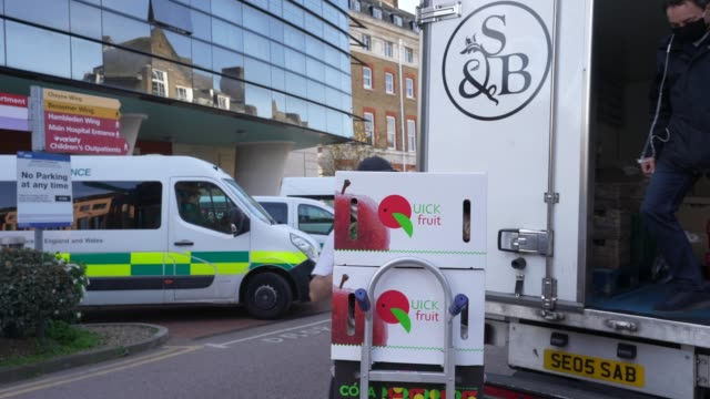 smith brock delivers boxes of fresh food to king's college hospital on april 07 2020 in london united kingdom smith brock who are best known for... - freshness stock videos & royalty-free footage